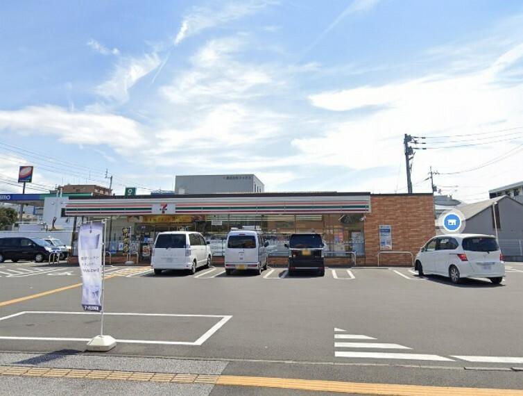コンビニ 【コンビニエンスストア】セブンイレブン高知葛島4丁目店まで548m