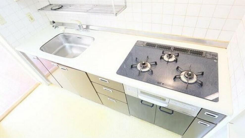 キッチン 3口コンロ使い勝手の良いキッチンで楽しくお料理