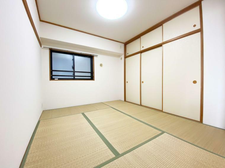 和室 6.0帖の和室には天袋付押し入れがあり、布団等収納できます。