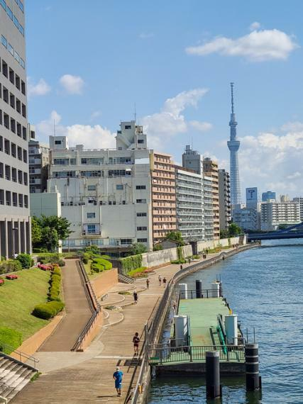 隅田川テラス。ロケーションの展望や散策・ジョギング等、日常生活をリフレッシュさせてくれる環境が有ります。