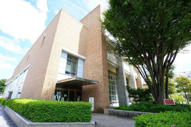 図書館 武蔵野市立中央図書館 徒歩5分。