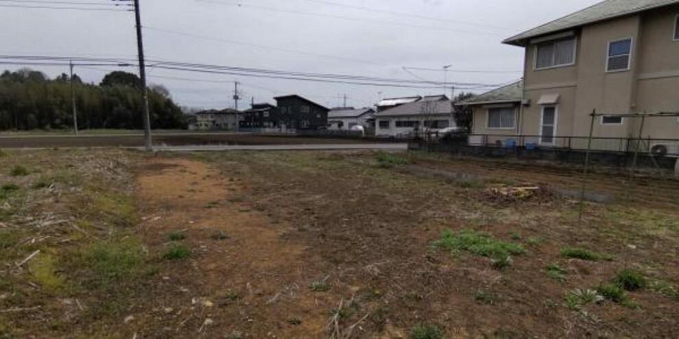 現況写真 敷地の西側から道路方面の眺めです