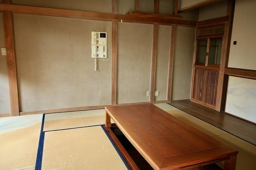 和室 これぞ日本家屋。古き良き雰囲気の中で富士山や海が見える快適な暮らしを... オンリーワン中古戸建。
