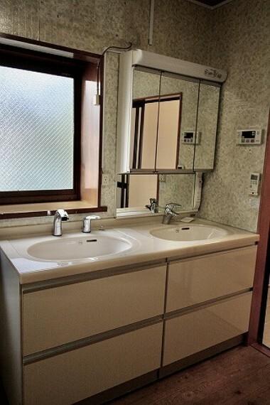 洗面化粧台 これぞ日本家屋。古き良き雰囲気の中で富士山や海が見える快適な暮らしを... オンリーワン中古戸建。