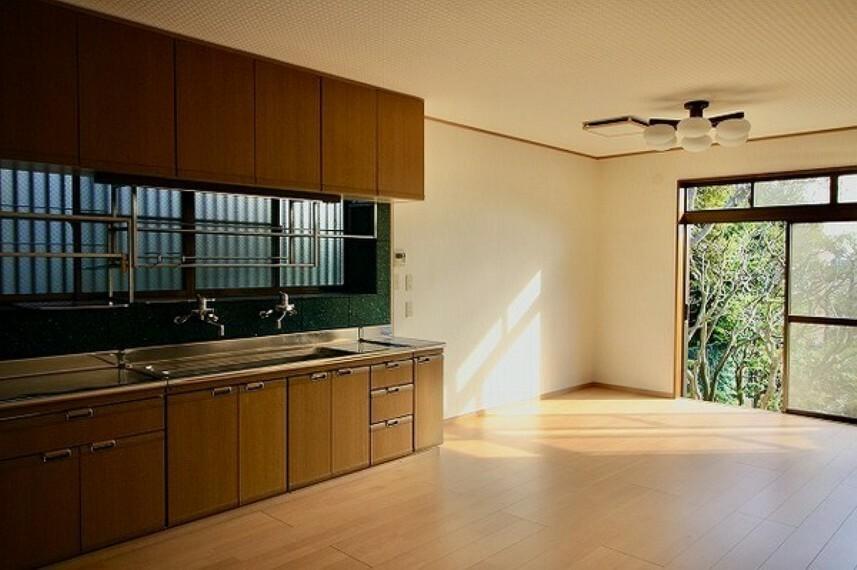 キッチン これぞ日本家屋。古き良き雰囲気の中で富士山や海が見える快適な暮らしを... オンリーワン中古戸建。