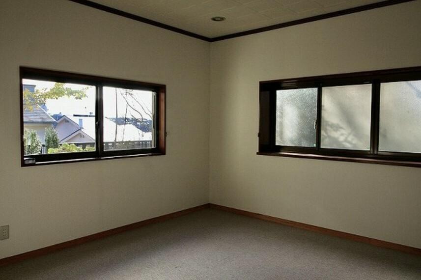 洋室 これぞ日本家屋。古き良き雰囲気の中で富士山や海が見える快適な暮らしを... オンリーワン中古戸建。