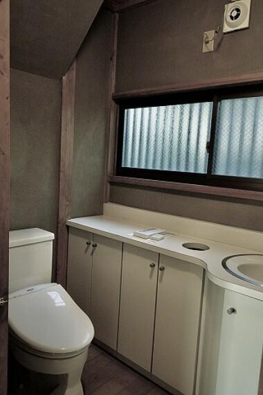トイレ これぞ日本家屋。古き良き雰囲気の中で富士山や海が見える快適な暮らしを... オンリーワン中古戸建。