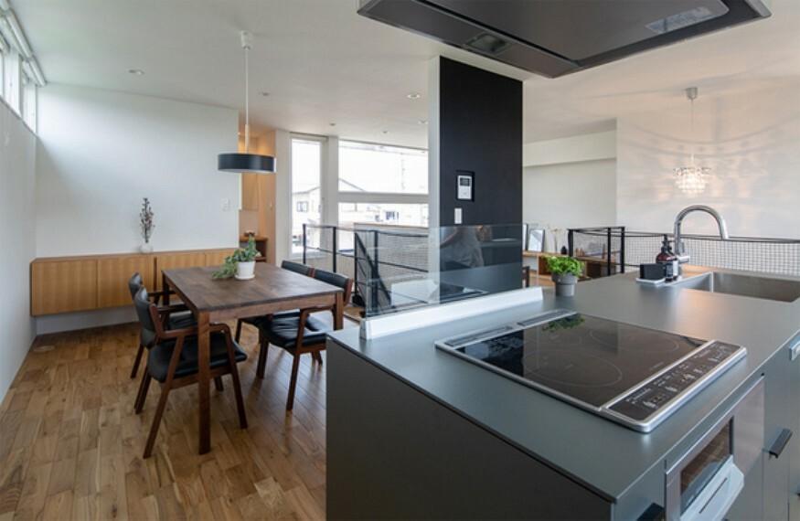 キッチン 家族が見渡せるアイランドキッチン