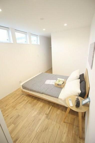 寝室 大容量の収納で棚などを備え付けることなく、お部屋を使って頂けます!
