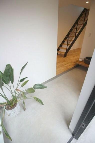 玄関 明るい玄関は収納力ばっちり