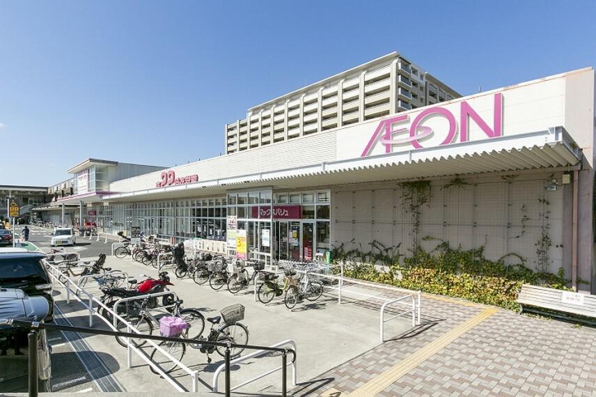 ショッピングセンター 徒歩7分(約530m)。スーパー、ファッション・雑貨店、英語教室や小児科などが出店しています。スーパーの営業時間は9:00~22:00、各種専門店の営業時間はHPをご確認ください。