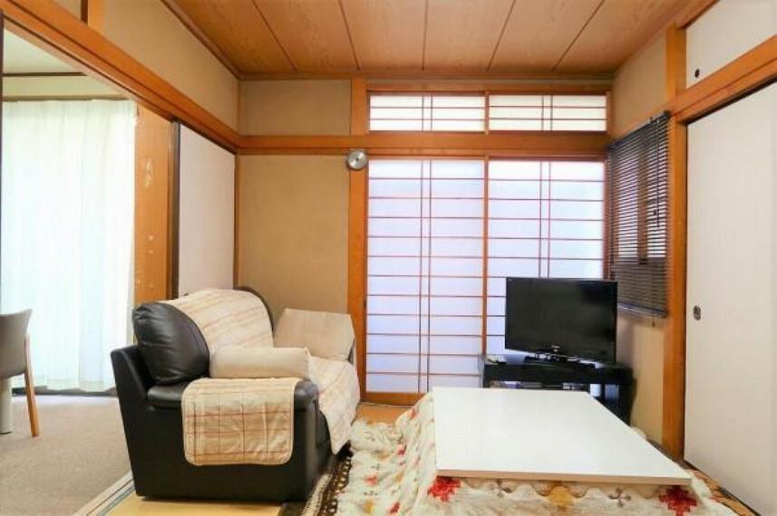 和室 1階和室はリビングと続き間で使用できます。