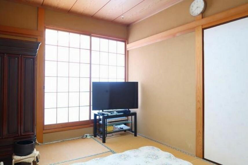 和室 2階和室、バルコニー面のお部屋です。
