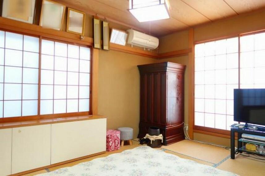 和室 2階和室は東南角部屋で明るい空間