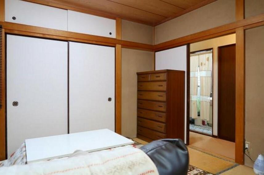 和室 1階和室、たっぷりの押し入れ収納
