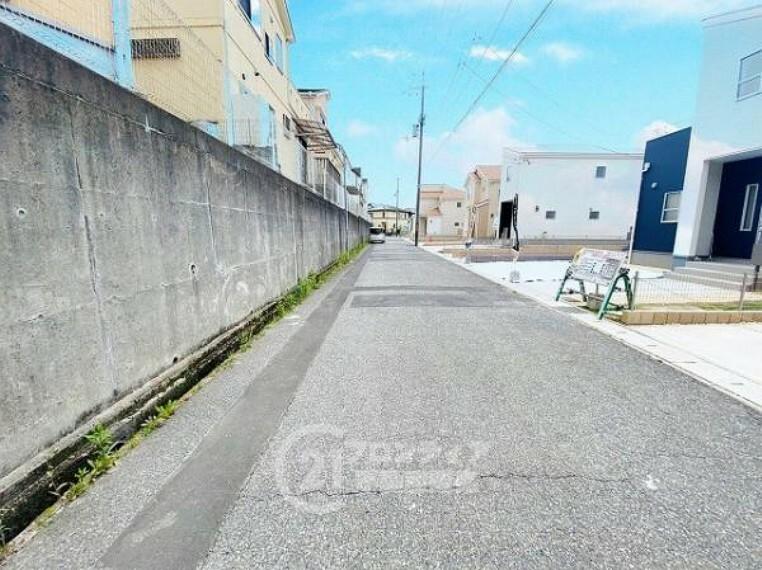 現況写真 見渡しやすい前道、幅員6mあり駐車もスムーズです!