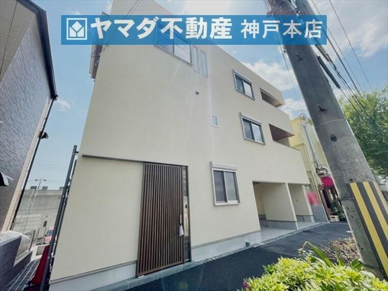 現況外観写真 阪急六甲駅より徒歩8分。ビルトインガレージ2台分あります。