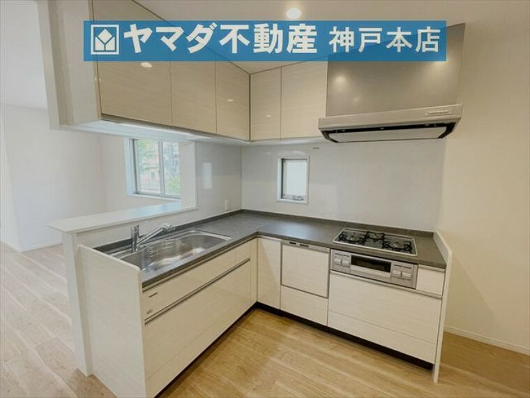 キッチン 使い勝手の良いL字型キッチンです。食洗機付きのため家事の負担を軽減できます。