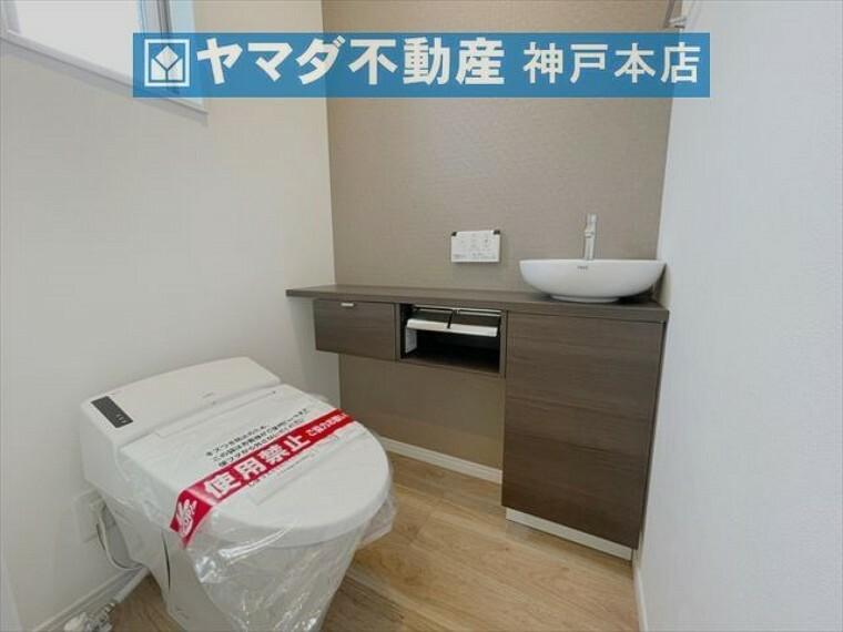 トイレ 1階トイレには手洗いカウンターが付いています。