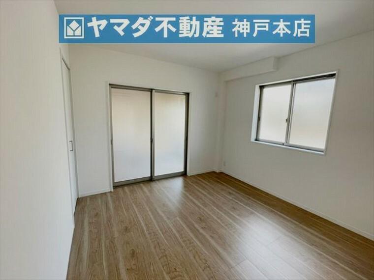 子供部屋 1階洋室 約6.1帖。収納付いています。