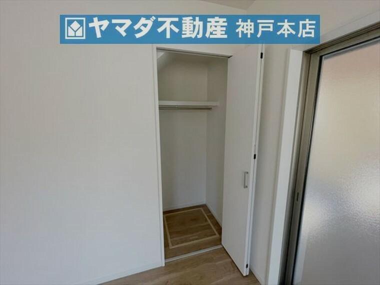 収納 1階洋室 約6.1帖。収納付いています。