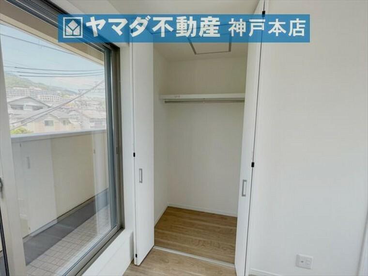 収納 3階洋室 約6帖。バルコニーに面したお部屋です。収納付いています。