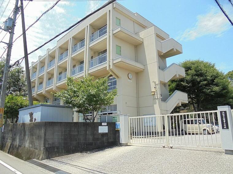 小学校 【小学校】旭東小学校まで548m