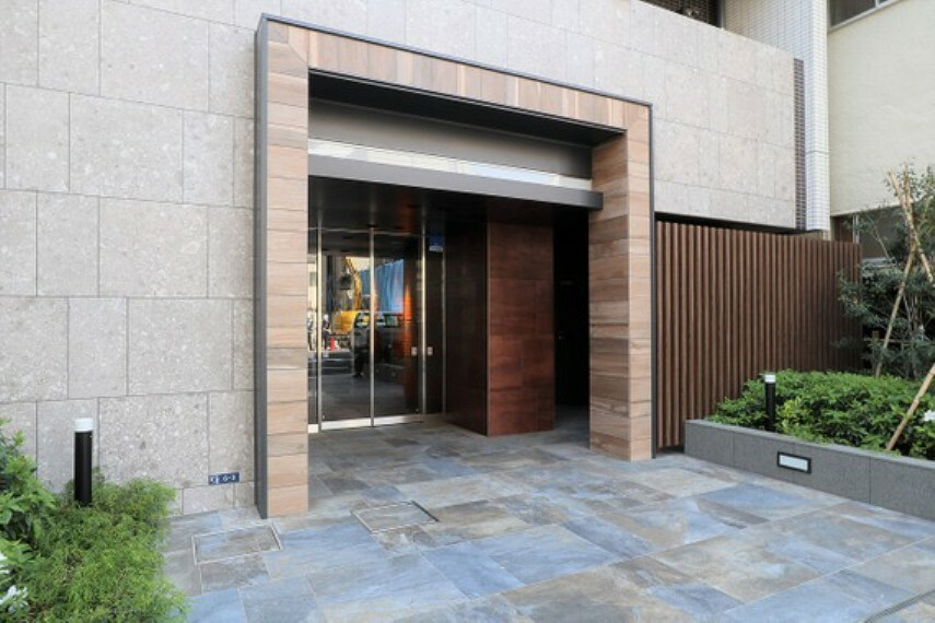 エントランス(外) 2020年7月築の新築物件!外観、共用部などとても綺麗に管理されています