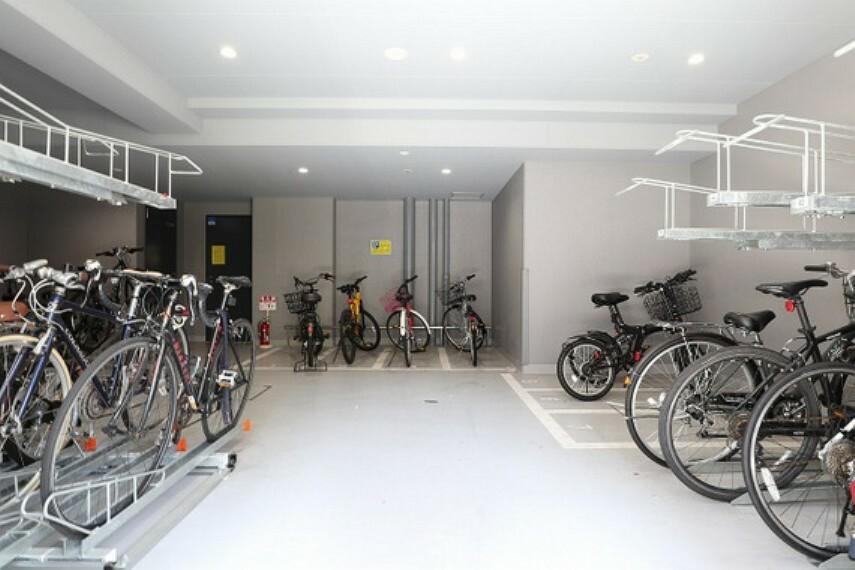 駐輪場 駐輪場は屋内にあり、雨による自転車の劣化が防げます(空き状況・金額は要確認)