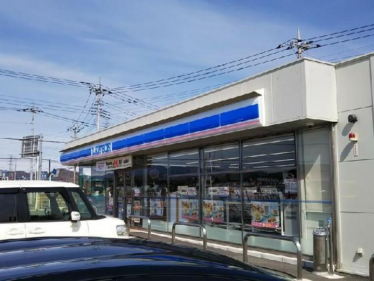 ローソン・・・24時間営業のコンビニが近くにあると便利です!