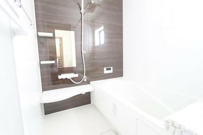 浴室 浴室は、ゆったりと足を伸ばせる浴室乾燥機付き一坪タイプです。一日の疲れを癒してください。
