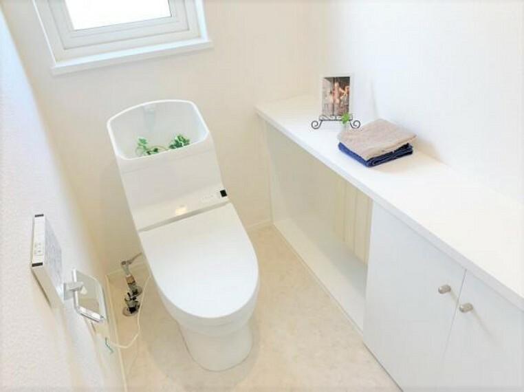 トイレ [リフォーム後_トイレ]既設のトイレになります。ハウスクリーニングを行いました。床はクッションフロアを新しく張替え致しました。