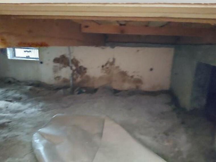 中古住宅の3大リスクである、雨漏り、主要構造部分の欠陥や腐食、給排水管の漏水や故障を2年間保証します。その前提で床下まで確認の上でリフォームし、シロアリの被害調査と防除工事も行います。
