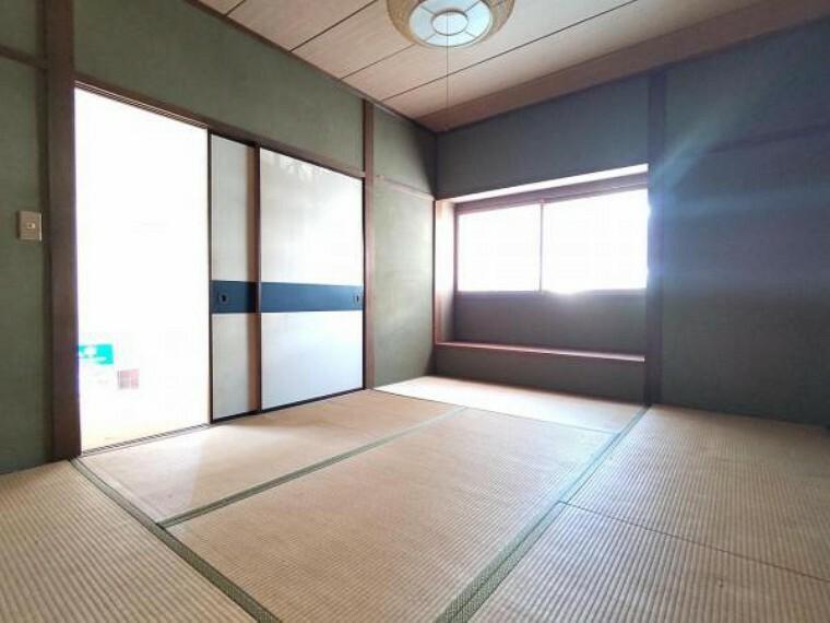 和室 【リフォーム中】1階和室 畳は表替えを行います。イグサの香りに癒されながらごろ寝が出来る和の空間は小さなお子様にもご年配の方にもくつろぎの場になるので1室あると嬉しいですね。