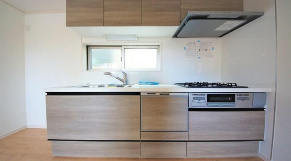 キッチン 三口タイプのガスコンロで、お料理の幅も広がります。