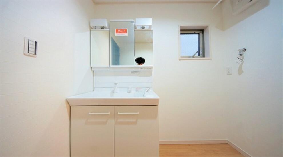 洗面化粧台 スタイリッシュで収納スペースも豊富な洗面台