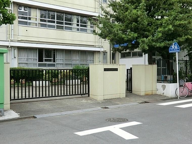 中学校 川崎市立渡田中学校 生徒が毎日を生き生きと生活することができ、学習面も合わせて充実感・達成感を持てる喜びの場としての学校づくりをめざす。