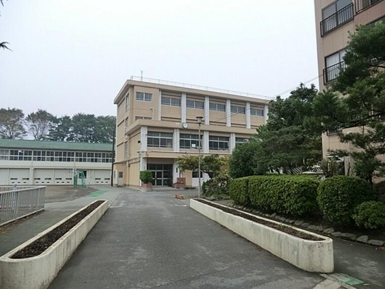 小学校 横浜市立三ッ沢小学校 横浜駅から一駅という街中の学校で戦中、戦後と人々の心のよりどころとなってきた中で地域から大切にされている学校です