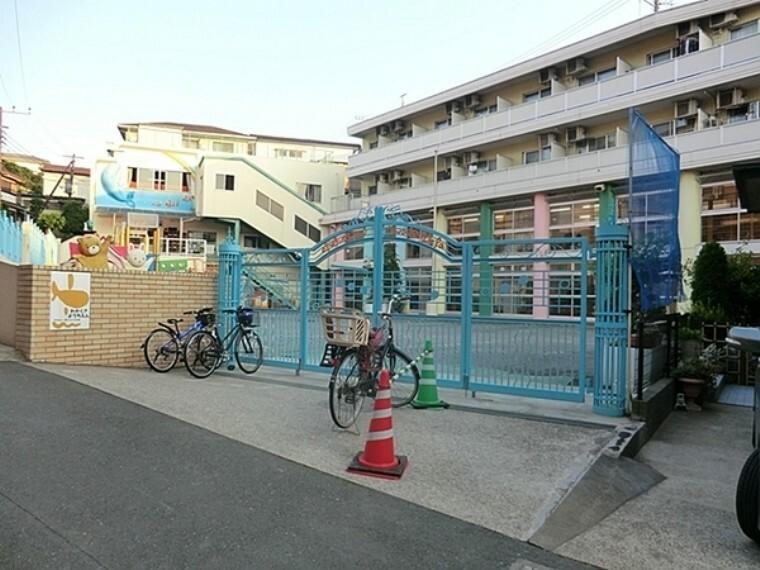 幼稚園・保育園 若草幼稚園 保育時間 9:00から14:00 当園は「徒歩通園」を実施しています。 地域ごとに各集合場所まで先生が送り迎えを致します