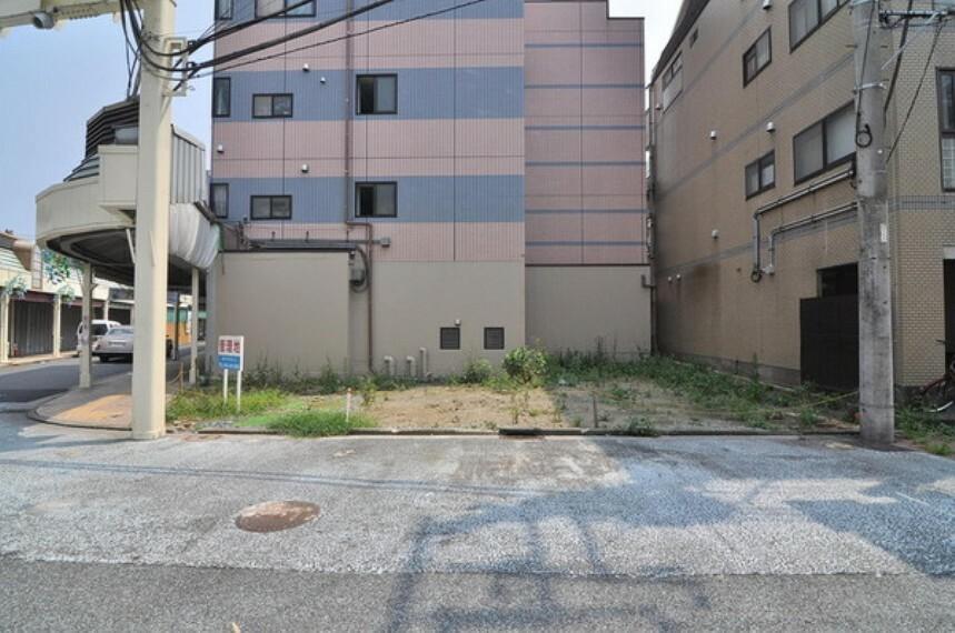 現況写真 角地につき開放感があります。京浜急行線「子安」駅も利用可能です。