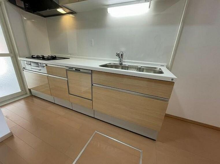 キッチン 綺麗で新しいシステムキッチン!