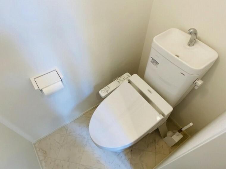 トイレ 清潔感のある白を基調としたトイレ