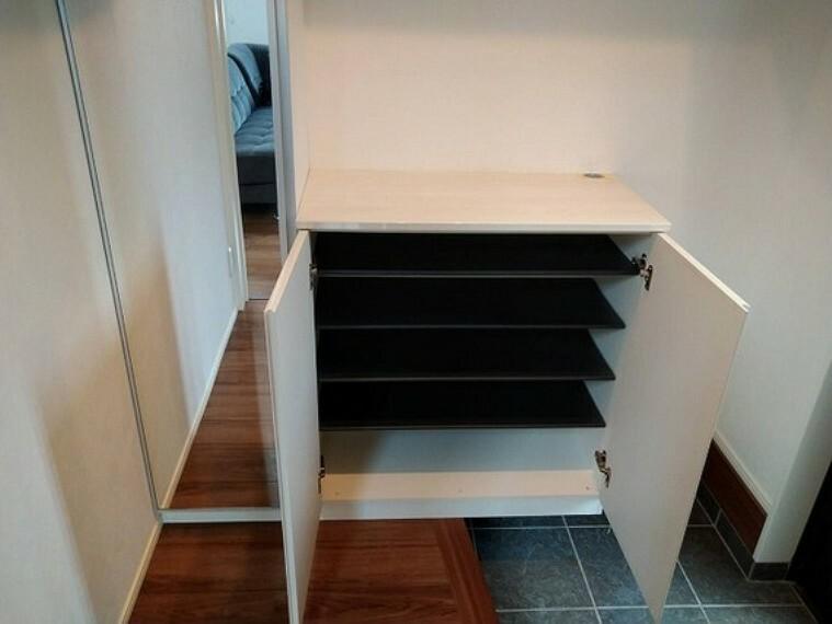 収納 ご家族の履物から来客用スリッパまで収納できる玄関シューズクローゼット