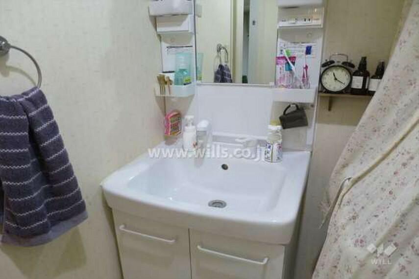 洗面化粧台 洗面室[2021年4月18日撮影]2013年8月にリフォーム済みです。大変丁寧にお使いです。