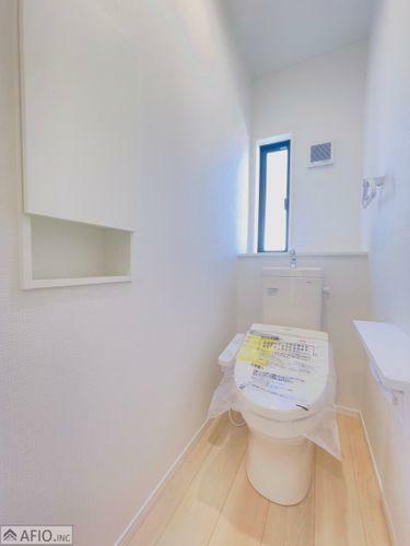 トイレ 小物もすっきりトイレ収納付き
