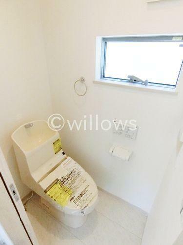 同仕様写真(内観) 同売主施工例トイレは1階と3階の2ヶ所です。※イメージ画像につき色合い、仕様が異なる可能性がございます。