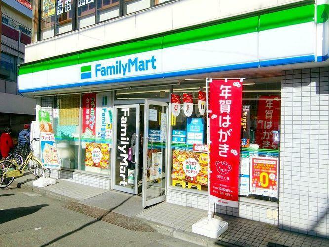 コンビニ ファミリーマート野方駅北口店 徒歩8分。