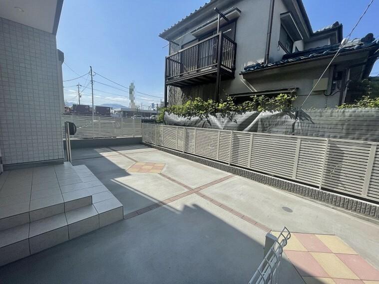 現況外観写真 駐車スペースです。自転車なども置けそうな広さですね。