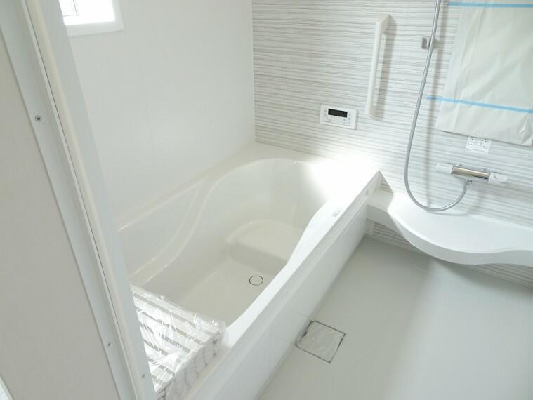 浴室 施工例 床の素材は水はけが良い素材を使用してるのでカビが発生しにくくなってます