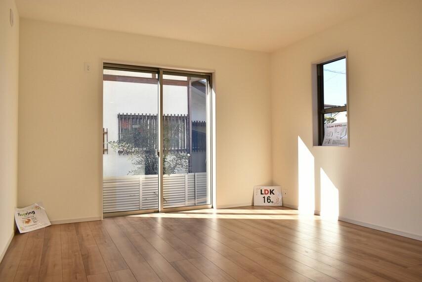 居間・リビング 施工例 LDK シンプルな内装なのでお部屋の模様替えを考えるのも楽しみになります